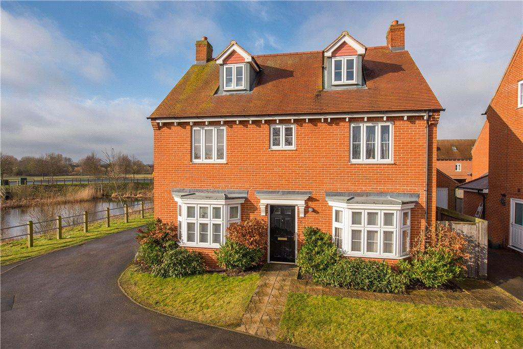 5 Bedrooms Detached House for sale in Ascough Close, Aylesbury, Buckinghamshire