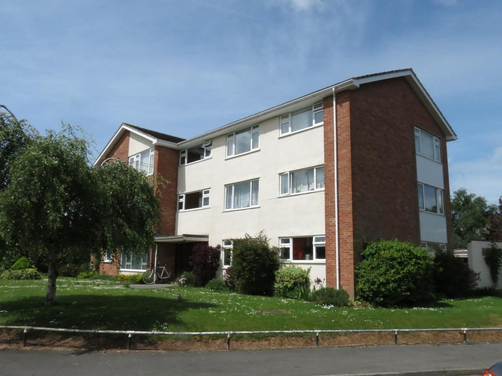 2 Bedrooms Flat for sale in Deane Drive, Taunton