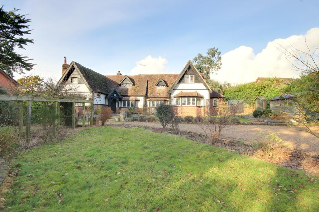 5 Bedrooms Detached House for sale in LOVEDEAN - FOR SALE BY PUBLIC AUCTION