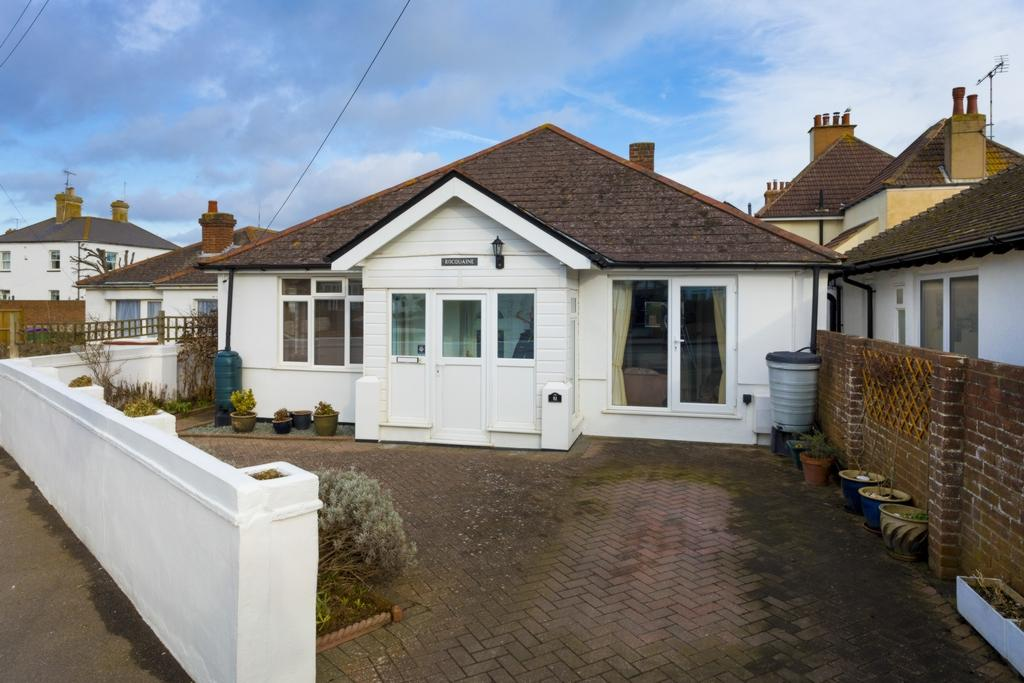4 Bedrooms Bungalow for sale in St Leonards Road, Hythe, CT21