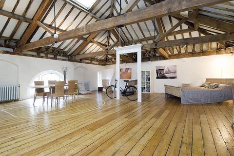 Studio to rent - Neal Street, Covent Garden, WC2H