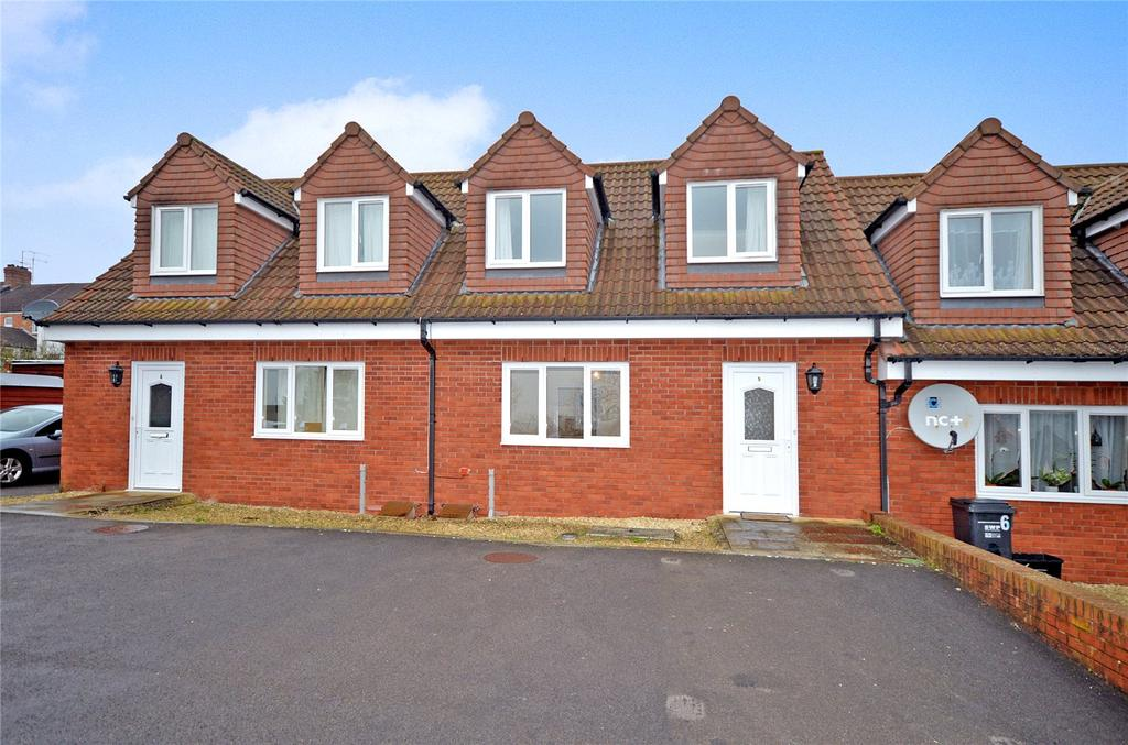2 Bedrooms Bungalow for sale in Hulberts Court, Victoria Road, Yeovil, Somerset, BA21