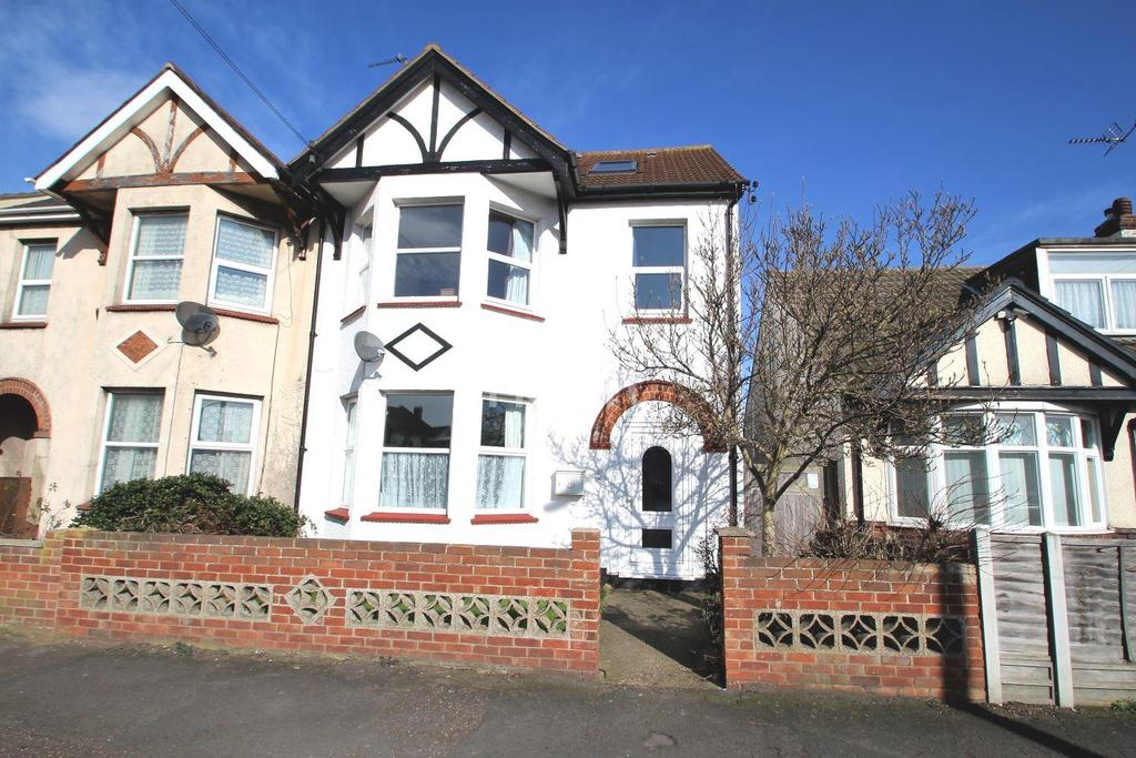 5 Bedrooms Semi Detached House for sale in Wellesley Road, Clacton-on-Sea