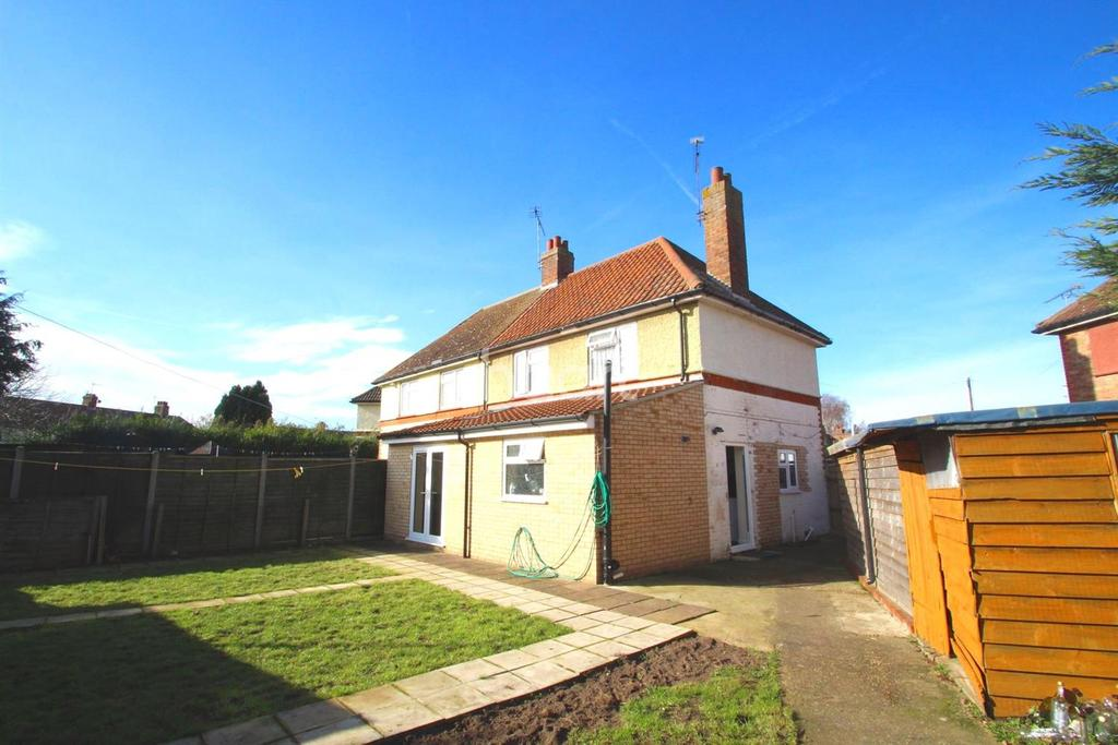 3 Bedrooms Semi Detached House for sale in Cranwell Crescent, Ipswich, IP3