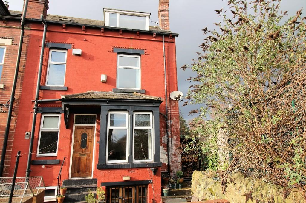 3 Bedrooms End Of Terrace House for sale in Morris View, Kirkstall