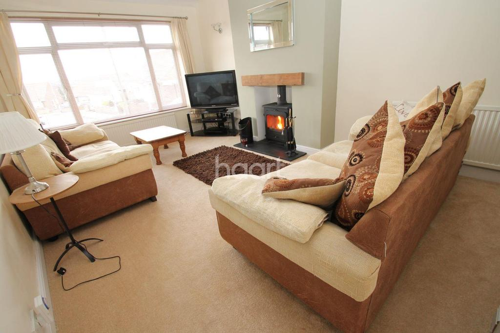 3 Bedrooms Semi Detached House for sale in Fairestone Avenue, Glenfield, Leicester