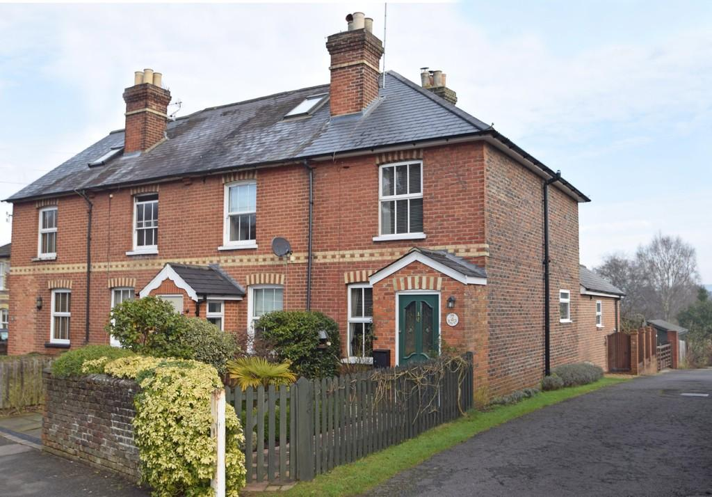 2 Bedrooms End Of Terrace House for sale in Birtley Road, Bramley, Guildford GU5 0JQ