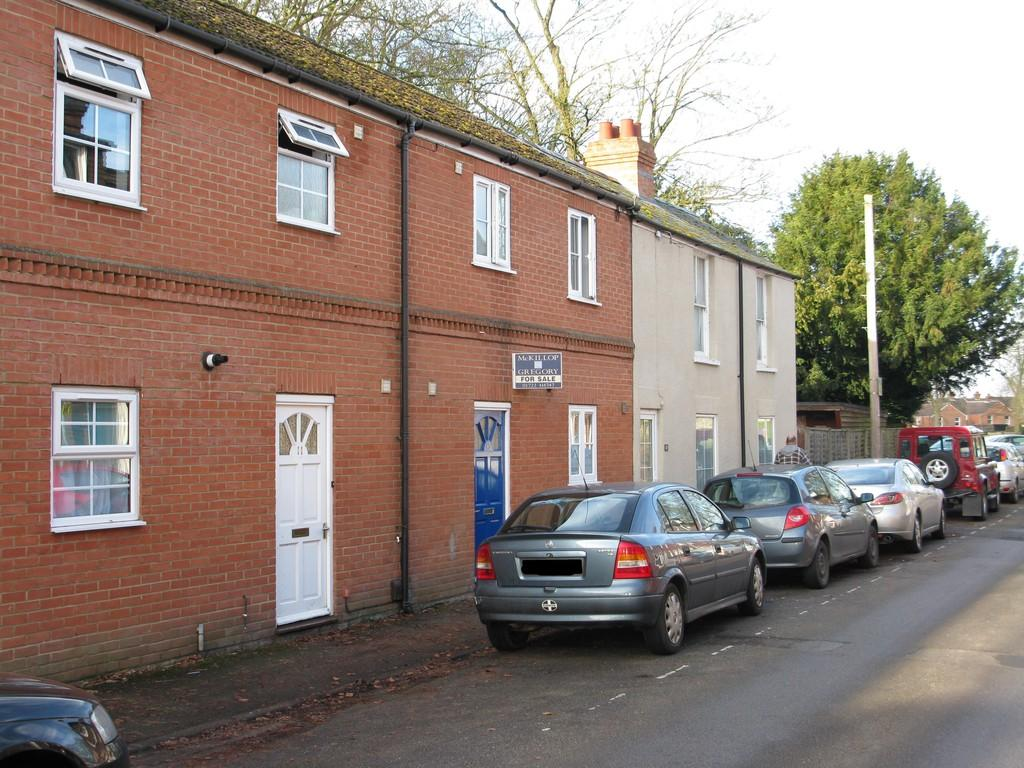 2 Bedrooms Terraced House for sale in COLLEGE STREET, SALISBURY, WILTSHIRE