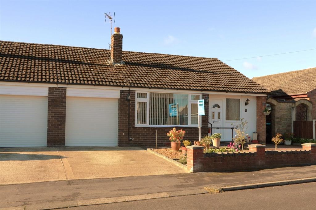 3 Bedrooms Semi Detached Bungalow for sale in Elwyn Drive, Marchwiel, Wrexham, LL13