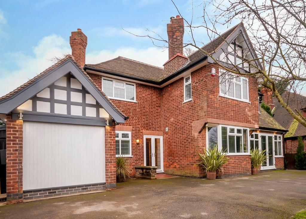 4 Bedrooms Detached House for sale in Bramcote Lane, Beeston