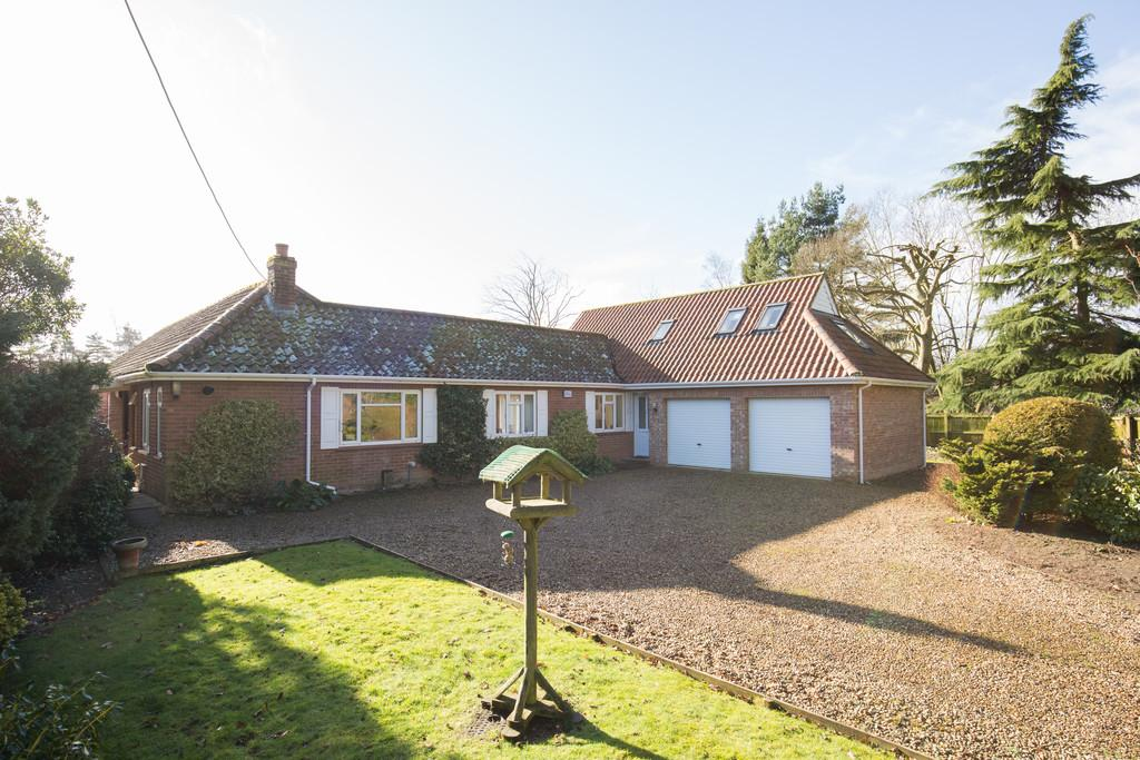 3 Bedrooms Detached Bungalow for sale in Grove Lane, Holt