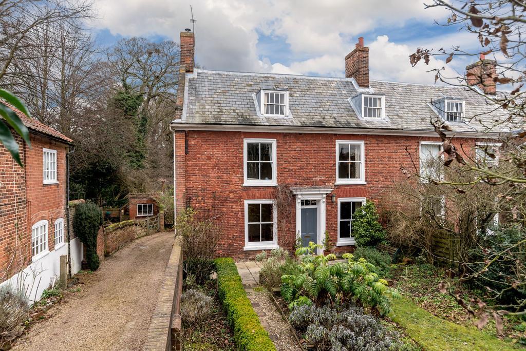 3 Bedrooms Semi Detached House for sale in White Hart Street, Aylsham