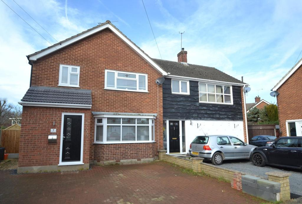3 Bedrooms Semi Detached House for sale in Newlands Close, Billericay, Essex, CM12