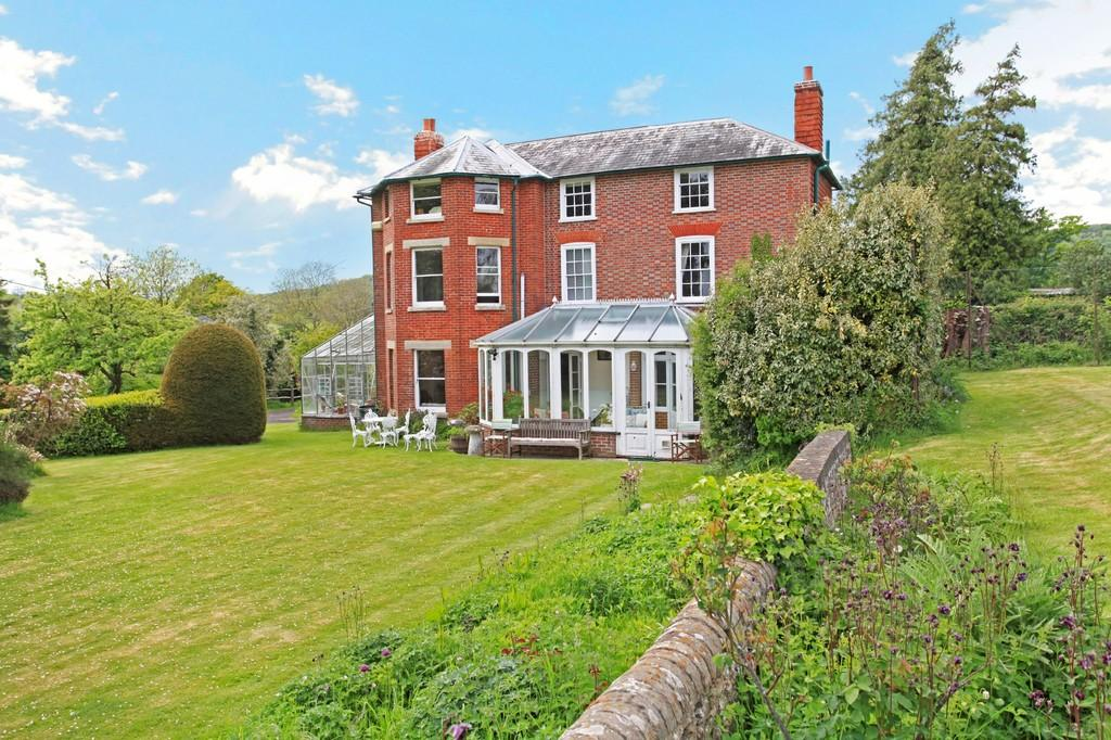 6 Bedrooms Detached House for sale in Stroud, Hampshire