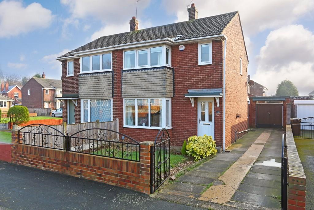 3 Bedrooms Semi Detached House for sale in Thornes Moor Close, Thornes