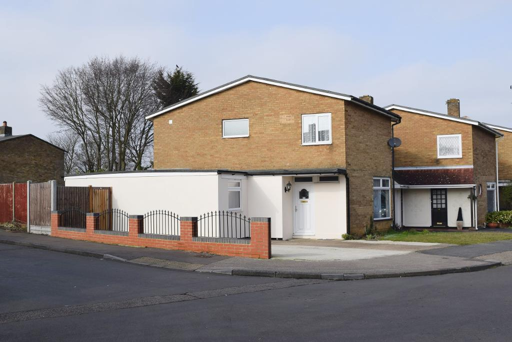 3 Bedrooms Detached House for sale in Little Brays, Harlow, Essex, CM18 6EP