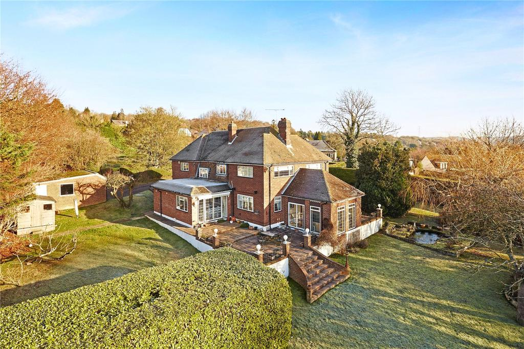 5 Bedrooms Detached House for sale in The Hillside, Orpington, Kent, BR6