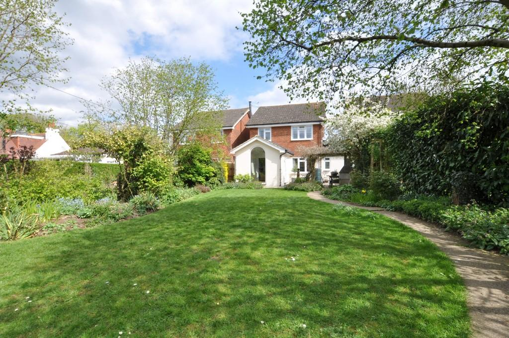 4 Bedrooms Link Detached House for sale in Glaziers Lane, Normandy