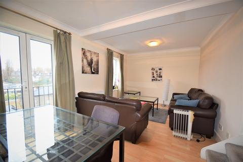 2 bedroom flat to rent - Chiswick High Road, Chiswick