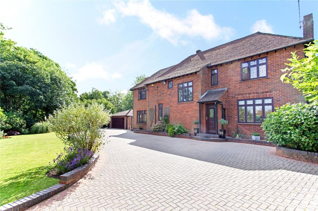 4 Bedrooms Detached House for sale in Goat Hall Lane, Chelmsford, Essex, CM2