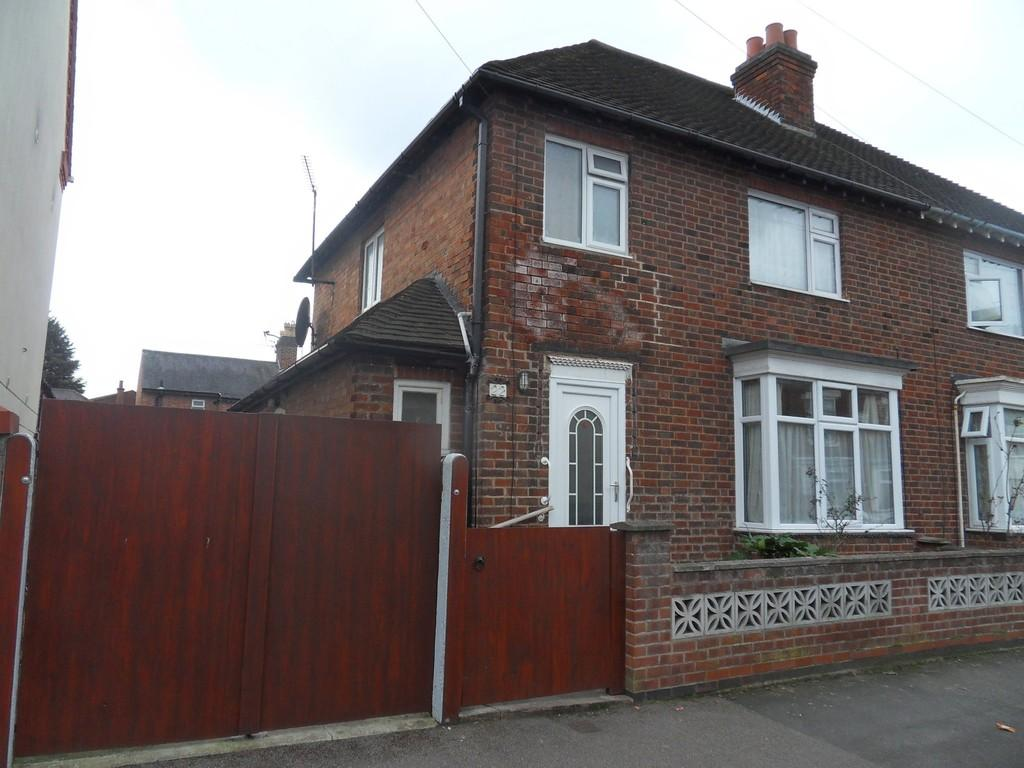 3 Bedrooms Semi Detached House for sale in Hudson Street, Loughborough