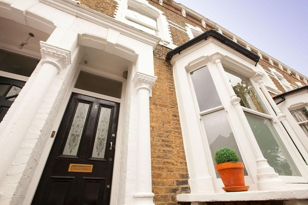 4 Bedrooms Terraced House for sale in Hollar Road, London