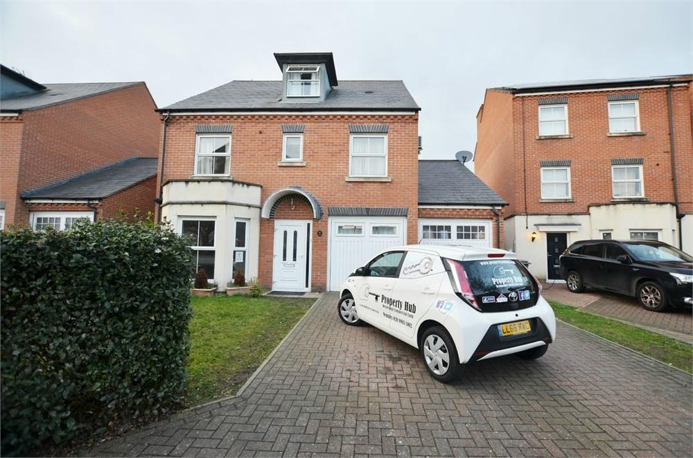 4 Bedrooms Detached House for sale in Chilcott Close, Wembley, Greater London