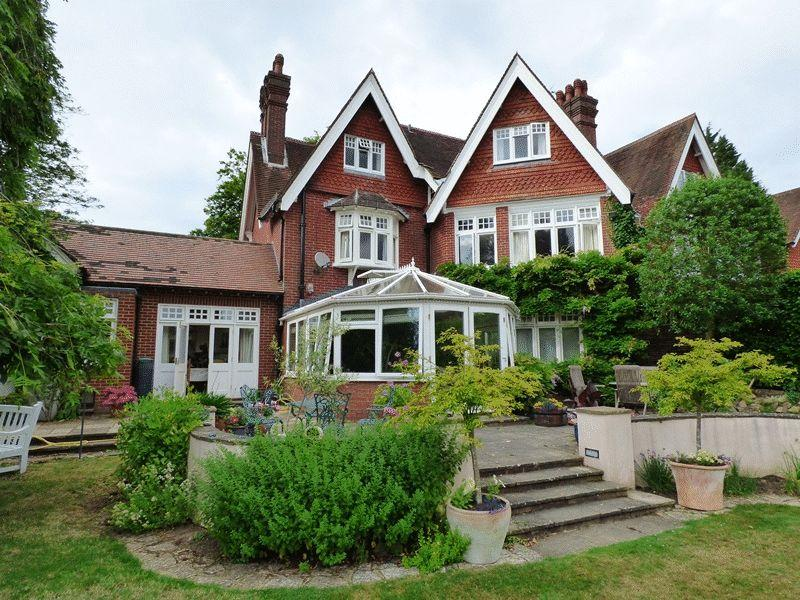 6 Bedrooms House for sale in Courtmead Road, Haywards Heath