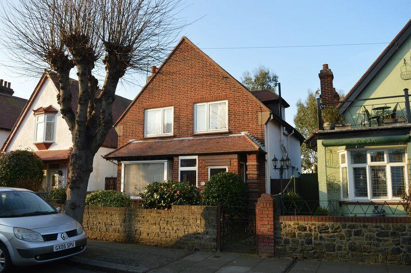 3 Bedrooms Detached House for sale in Trinity Road, Southend-On-Sea