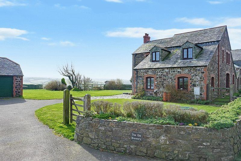 4 Bedrooms Detached House for sale in Trewint, Bude