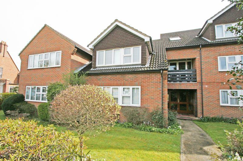 2 Bedrooms Apartment Flat for sale in Victoria Road, Farnham Common, Buckinghamshire SL2