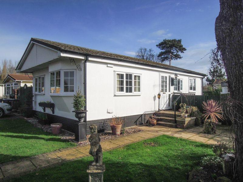 2 Bedrooms Park Home Mobile Home for sale in Langley