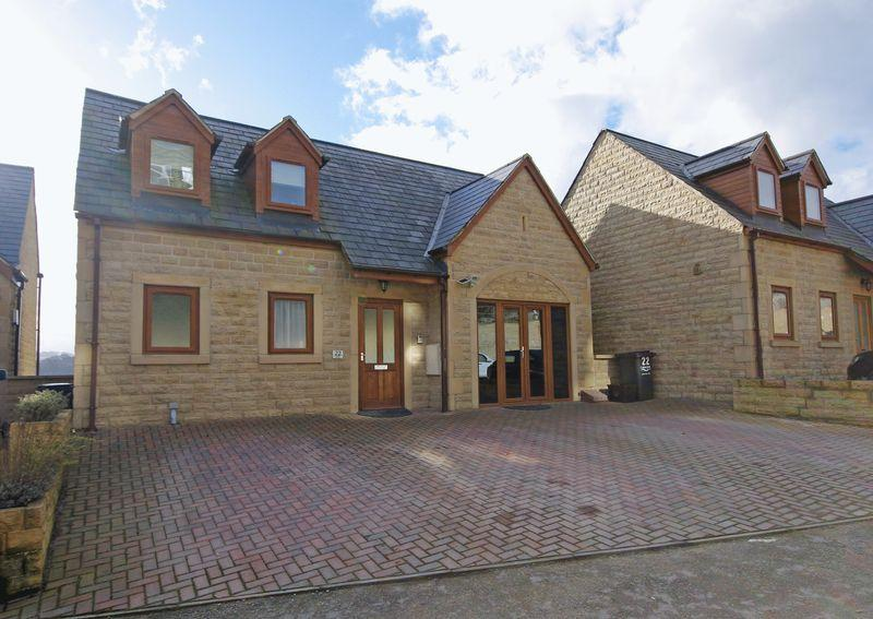4 Bedrooms Detached House for sale in Greenside Gardens, Sowerby Bridge, HX6 2UP