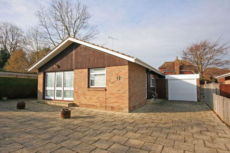 3 Bedrooms Detached Bungalow for sale in Furners Mead, Henfield