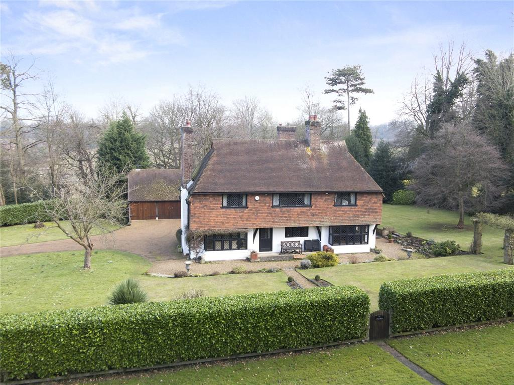 5 Bedrooms Detached House for sale in Tyrrells Wood, Leatherhead, Surrey, KT22