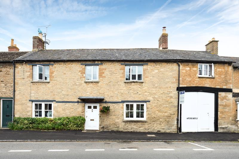 4 Bedrooms Terraced House for sale in Oban House, Bridge Street, Bampton, Oxfordshire