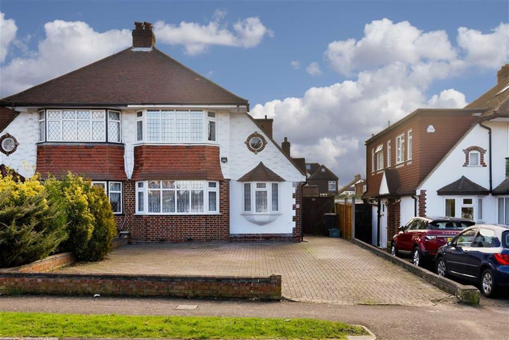 3 Bedrooms Semi Detached House for sale in Woodstone Avenue, Stoneleigh, Surrey