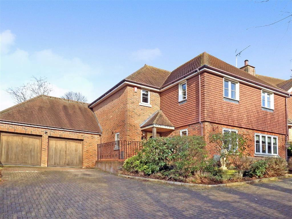4 Bedrooms Detached House for sale in Culrose Court, Stevenage, Hertfordshire, SG2