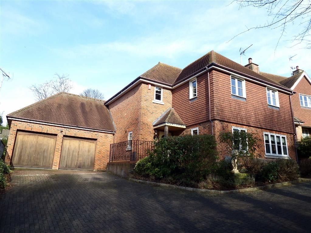 4 Bedrooms Detached House for sale in Culrose Court, Stevenage, Hertfordshire, SG2