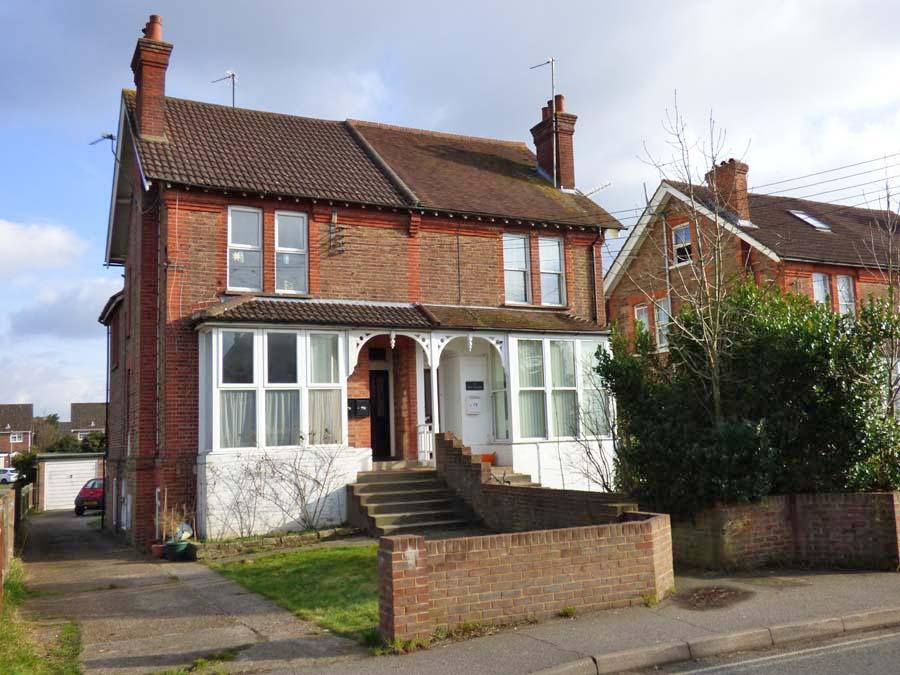 1 Bedroom Flat for sale in Mill Road, Burgess Hill, RH15