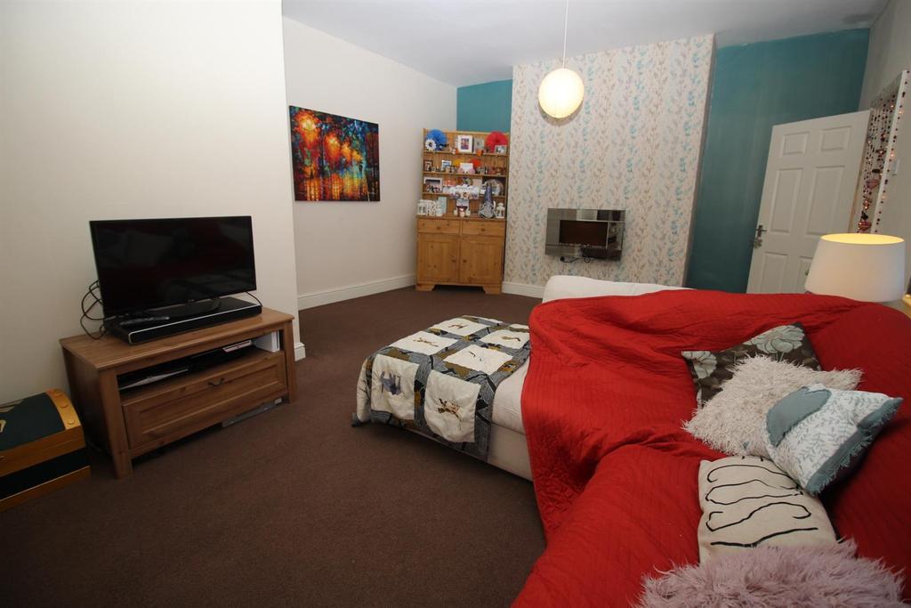 4 Bedrooms Maisonette Flat for sale in Woodbine street