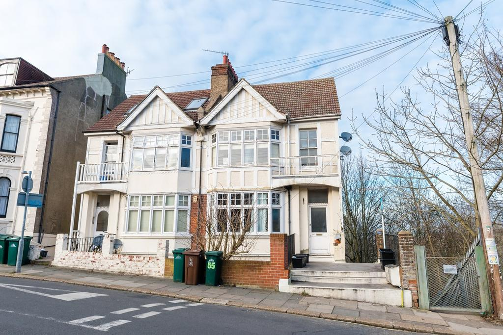 2 Bedrooms Maisonette Flat for sale in Highcroft Villas, Brighton, BN1
