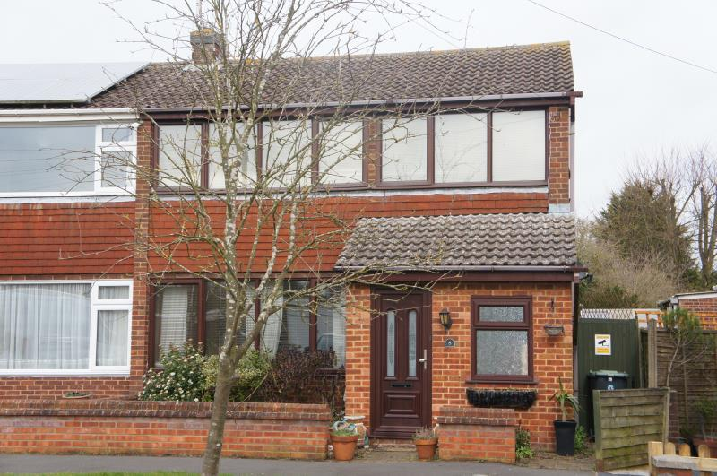 3 Bedrooms Semi Detached House for sale in Orchard Way, Cranfield, Bedfordshire