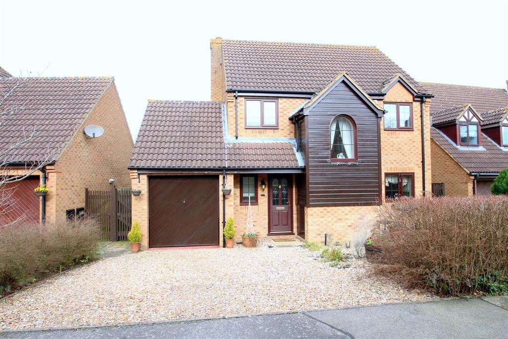 3 Bedrooms Detached House for sale in Little Meadow, Loughton, Milton Keynes