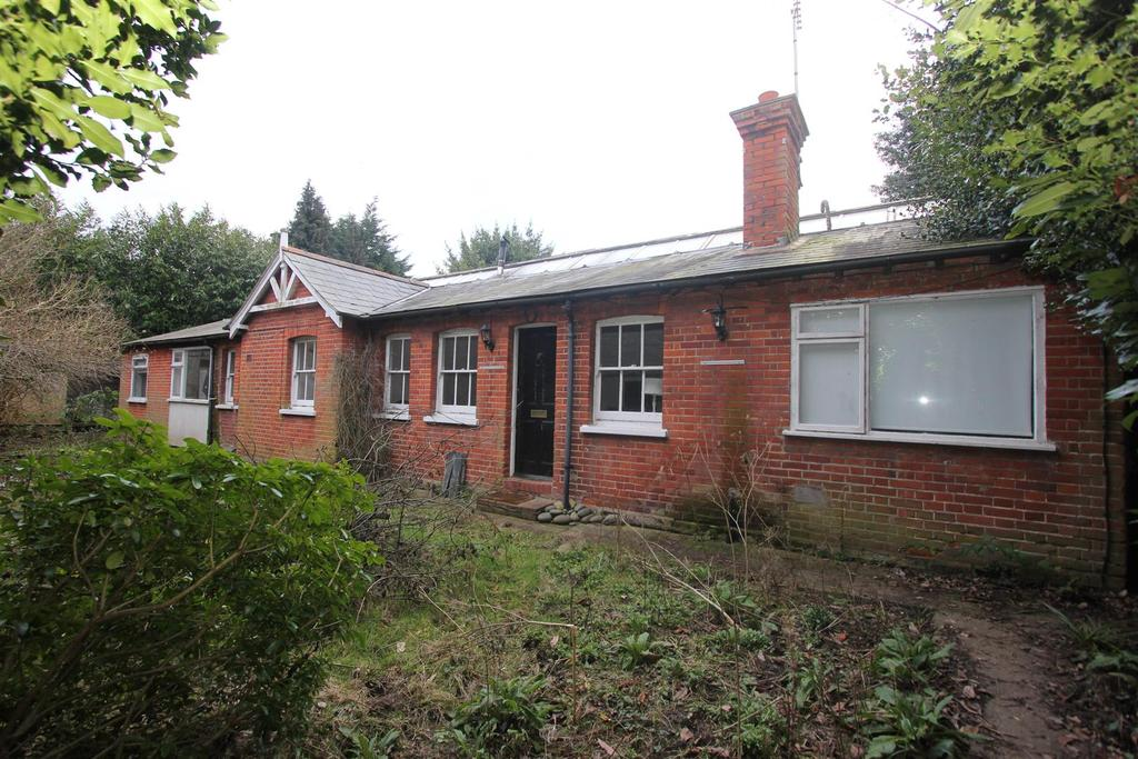 4 Bedrooms Detached Bungalow for sale in Worrin Road, Shenfield, Brentwood