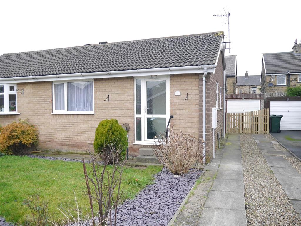 2 Bedrooms Semi Detached Bungalow for sale in Rosewood Grove, Bradford, BD4 8PZ