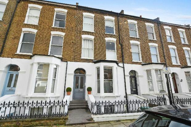 3 Bedrooms Maisonette Flat for sale in CHEVERTON ROAD Whitehall Park N19 3AY