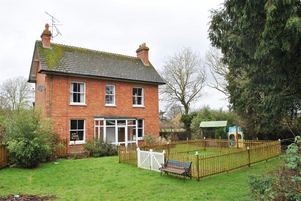4 Bedrooms Detached House for sale in Poole, Wellington . About 0.5 Acre