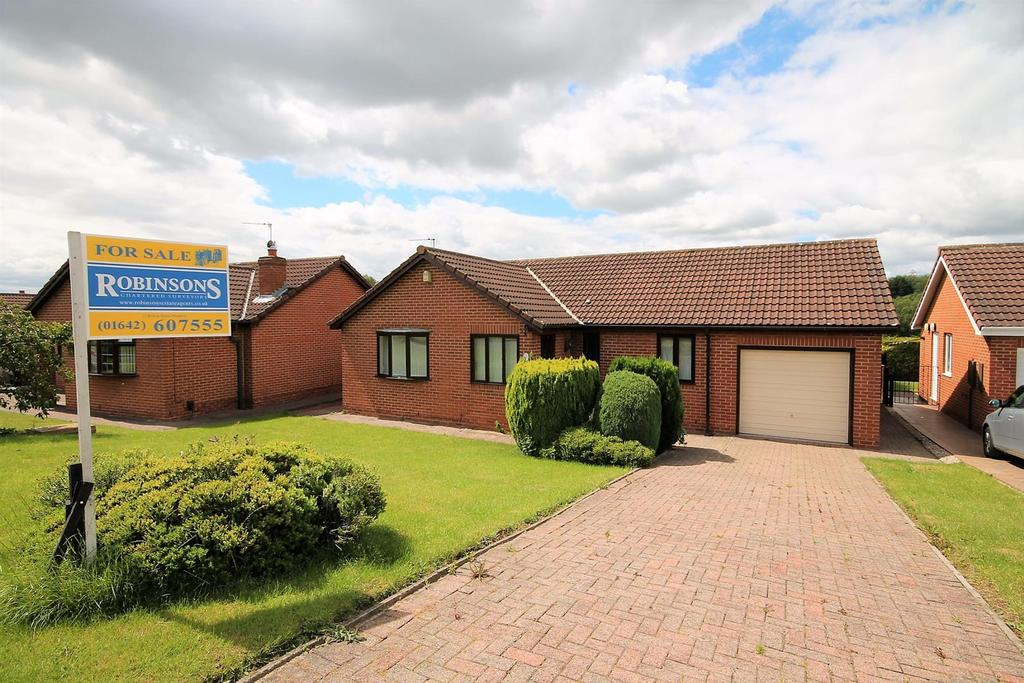 3 Bedrooms Detached Bungalow for sale in Hallcroft Close, Billingham
