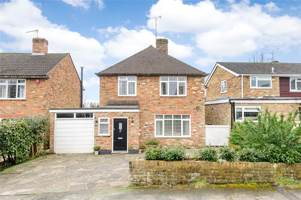 3 Bedrooms Detached House for sale in Broom Hill, Stoke Poges, Buckinghamshire